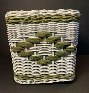 Vtg White & Green Woven Tissue Box Cover Wicker Beachy Cottage Square Cube Shape
