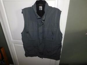 Men's COLUMBIA Titanium Dark Gray Vest Size Large-EUC