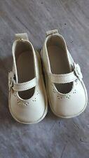 Paire de chaussures bébé en cuir, fillette, vintage