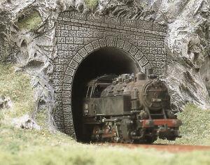 2 Tunnel Portals - OO/HO Railway Scenery - Busch 7025