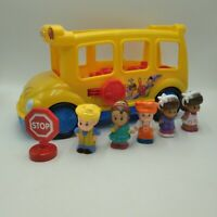 Fisher Price Little People 2013 Lil' Movers Musical School Bus with 5 Figures