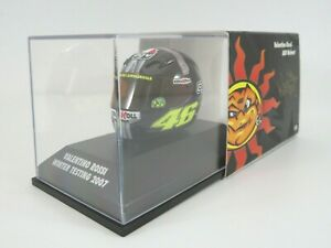 Minichamps 397079046 -1:8 Scale Helmet Valentino Rossi Jerez 2007 Winter Testing