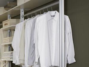 Kleiderstange für den begehbaren Kleiderschrank