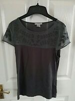 H&M WOMENS GREY SHORT SLEEVE TOP FLORAL SIZE 10 SMALL PIT TO PIT 17 INCH