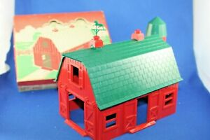 Plasticville - O/S - #BN1 Barn - Dark Green Roof - Gloss Red - Excellent++++++++