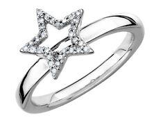 Anillo de Estrella con Diamante acento en plata esterlina