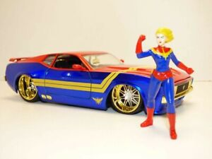 FORD MUSTANG MACH 1 1973 & figurine film Captain MARVEL 1/24