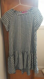 Excellent BOOHOO ladies loose fit short sleeve long blouse (size 8)