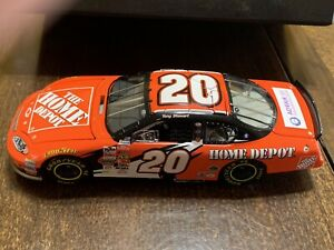 1:32 TONY STEWART #20 HOME DEPOT ELITE 2004 ACTION NASCAR #1/1008  Lot#18