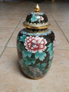 BEAUTIFUL VINTAGE  CHINESE  CLOISONNE PEONY DESIGN URN WITH LID