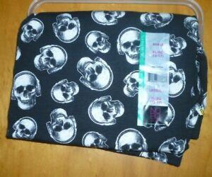 New Juniors  XL (15-17)   Skull Print Black Ankle Leggings