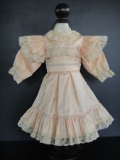 ROBE rose en soie pour/de POUPEE ANCIENNE .ANTIQUE DOLL DRESS 42cm