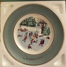"""VINTAGE~AVON CHRISTMAS PLATE 1975~""""SKATERS ON THE POND"""" 4TH Edition"""