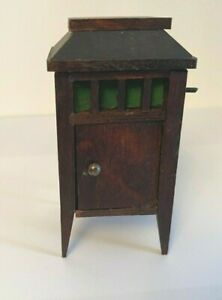 VINTAGE 1930S  GERMAN DOLLSHOUSE RED STAIN RECORD PLAYER
