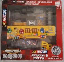 ERTL American Muscle BodyShop Nascar M&M Transporter & Stock Car 1:64 scale