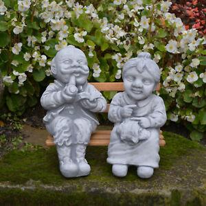 Massive Steinfigur Opa und Oma auf Bank Gartendeko aus Steinguss frostfest