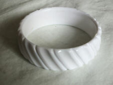 Beautiful Collectible Bangle Bracelet Ribbed White Plastic 1 x 2 5/8 NICE