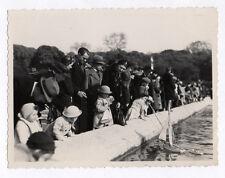 PHOTO Ancienne Enfants Bateau à voile sur l'eau Parc Bassin Jeu Jouet 1937
