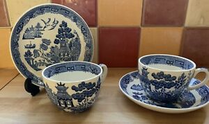VINTAGE WEDGWOOD 'WILLOW' BLUE AND WHITE X 2 CUPS AND SAUCERS