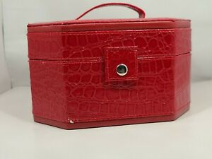 VTG Red Crocodile Vinyl Lid & Handle Small Millinery Storage/Travel Case EUC