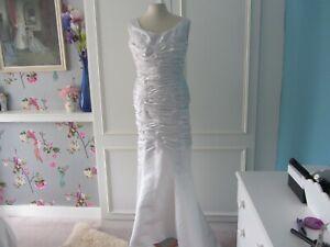 Vintage satin wedding dress in white size 10. mermaid style
