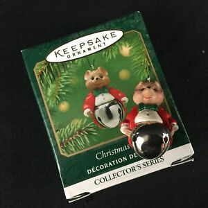NEW VTG 2001 Hallmark Miniature Christmas Bells Ornament Mouse in Tails 7th