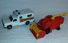 2x alte Spielzeugautos/Vintage toy cars MATCHBOX: Combine Harvester / Ambulance