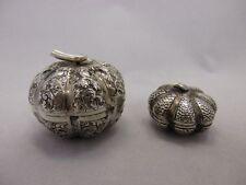 Two silver repousse bétel Nut boxes dans pumpkin shape. Cambodian