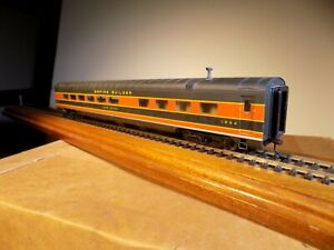 Walthers HO Scale Empire Builder Diner / Lake Union #1254 Pre-owned No Box