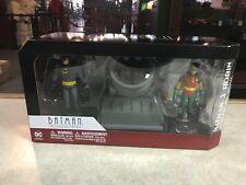 2016 DC Comics Batman Animated Series Batman & Robin w/ Bat-Signal Figure MIB