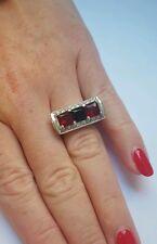 Jolie bague argenté , pierres rouge ,noire et strass. Signé Camille Lucie.A757