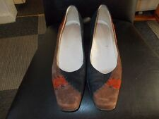"""UNBRANDED SUEDE BLACK AND BROWN 2"""" HEEL SHOES SIZE 5"""