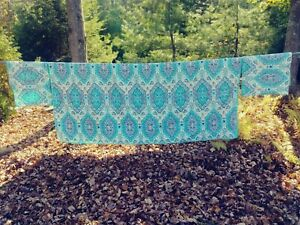 Turquoise Medallian & Paisley Quilt w/ 2 Matching Shams - King Size