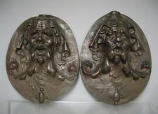 Paire de Mascarons à têtes d'hommes grotesques. Bronze XIXe.