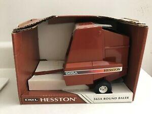 Hesston 565A Round Baler by Ertl 1/16 scale