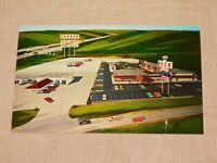 VINTAGE OLD POSTCARD 1972 DECK PLAZA TEXACO GENESEO ILLINOIS