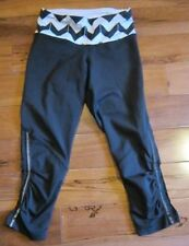 LULULEMON RUN FOR YOUR LIFE CROPS IN BLACK AND WHITE CHEVRON PRINT SIZE 2