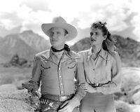 "GENE AUTRY & PEGGY STEWART IN ""TRAIL TO SAN ANTONE"" 8X10 PUBLICITY PHOTO (CC883)"