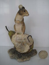 BORDER FINE ARTS MOUSE ON PEAR FIGURE RAY AYRES 1984