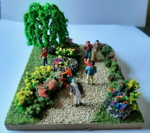 Preiser HO/OO Walk in the Park diorama with 6 hand-painted figures 1/87 gauge