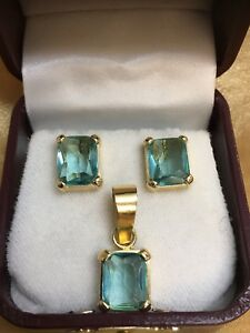 Blue Topaz  earrings and pendant set, in 18k yellow gold