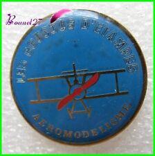 Pin's pins Badge Les Coucous d'Etampes Aeromodelisme avion plane #1210