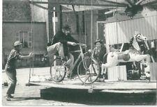 CPM Jour fête Jacques Tati film cinéma manège cheval de bois bicyclette facteur