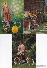 # BICICLETTA - 2 CART. DI PICCOLE CICLISTE E 1 CON BAMBOLA SU BICI (giocattolo)