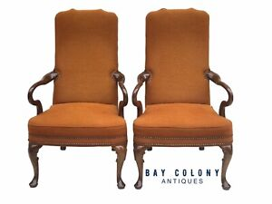 20TH C QUEEN ANNE ANTIQUE STYLE PAIR OF WALNUT ARM CHAIRS