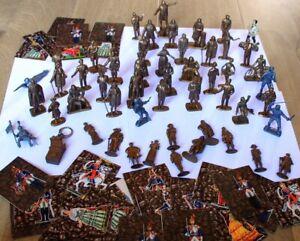 Mokarex 50 figurines de différentes séries plus 1 porte clé