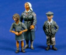 Verlinden 54mm (1/35) Nurse with Children WWII (3 Figures) [Resin Model kit] 291