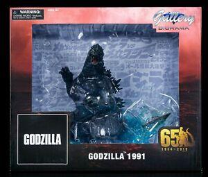 Godzilla vs King Ghidorah 1991 Gallery Diorama Statue by Diamond Select Toys MIB