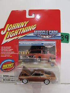 Johnny Lightning Muscle Voitures U.S.A 1967 Plymouth Barracud #14 Blanc Avec +