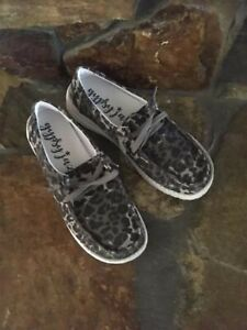 Gypsy Jazz Very G Grey Cheetah Canvas Lace Up Sneakers Casual Shoes 8.5 M NIB